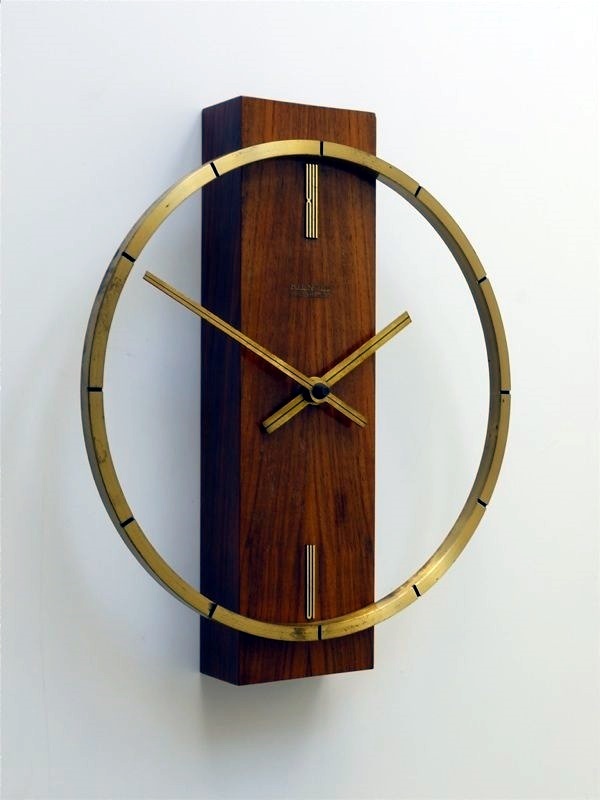 fabulas-wall-clocks-to-embrace-your-home-entrance-1