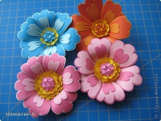 flowers-made-of-cardboard-1