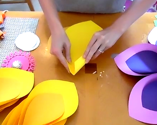 How to Make Giant Hawaiian Paper Flowers-2