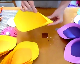 How to Make Giant Hawaiian Paper Flowers-3