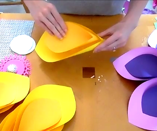 How to Make Giant Hawaiian Paper Flowers-4