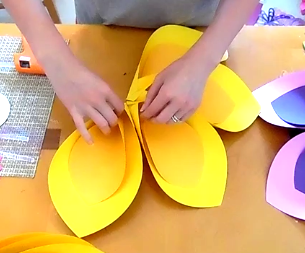 How to Make Giant Hawaiian Paper Flowers-6