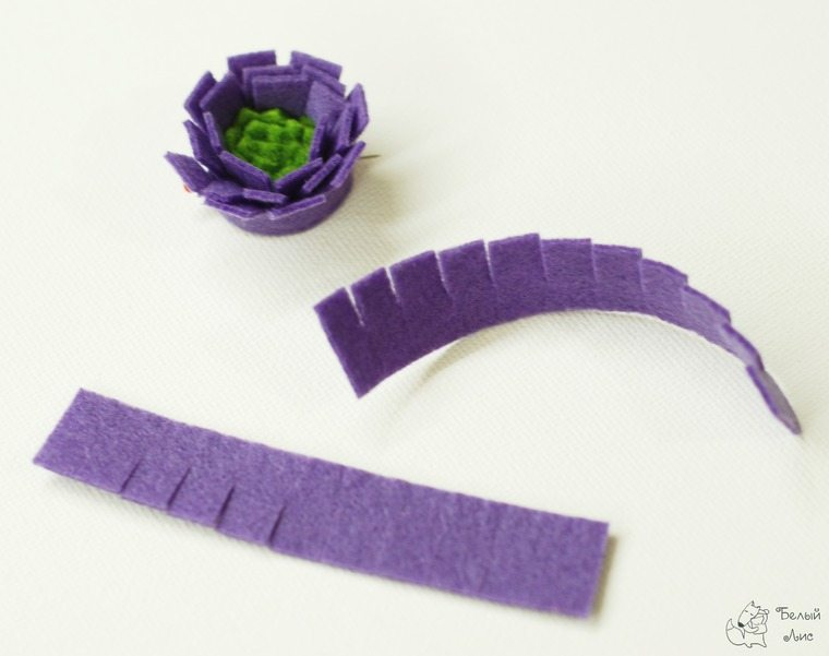 how-to-make-an-interior-letter-with-flowers-made-of-felt-16
