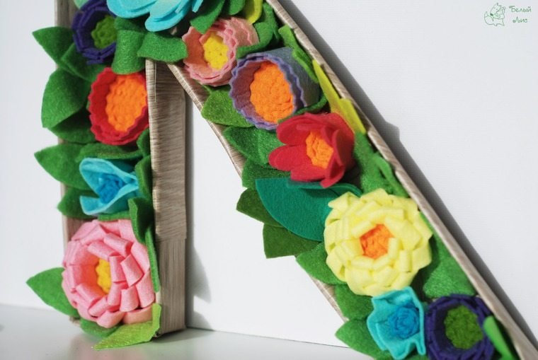 how-to-make-an-interior-letter-with-flowers-made-of-felt-29