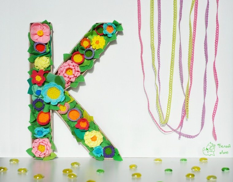 how-to-make-an-interior-letter-with-flowers-made-of-felt-30