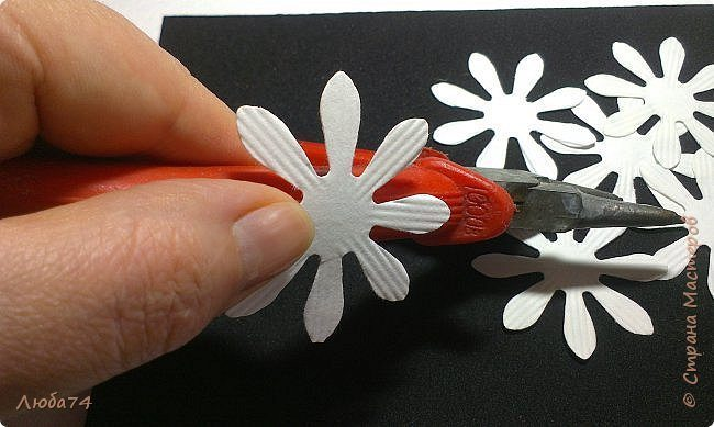 how-to-make-daisy-from-the-paper-for-scrapbooking-10