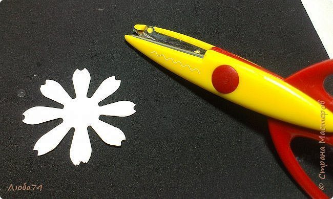 how-to-make-daisy-from-the-paper-for-scrapbooking-13