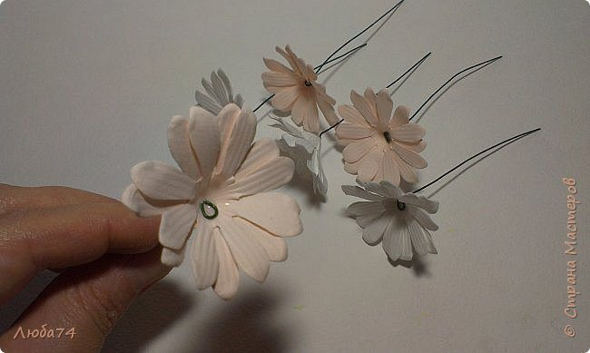 how-to-make-daisy-from-the-paper-for-scrapbooking-30