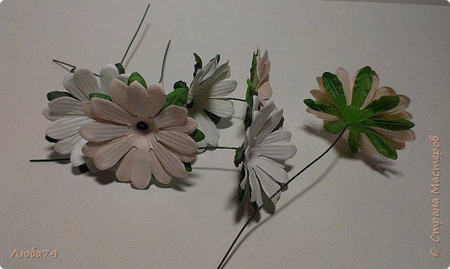 how-to-make-daisy-from-the-paper-for-scrapbooking-47