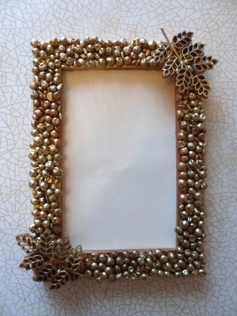 photo-frame-decorated-with-peas-barley-and-curly-pasta-2