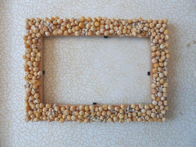 photo-frame-decorated-with-peas-barley-and-curly-pasta-4