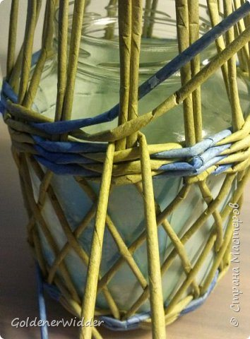 how-to-make-latern-a-gift-jar-from-newspaper-3