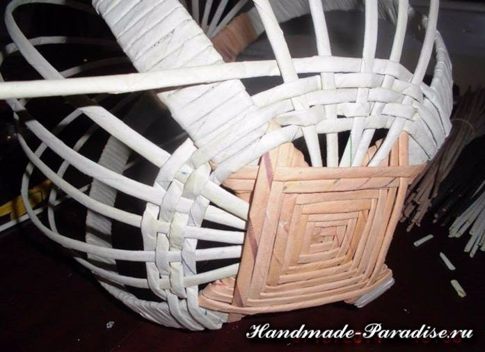 how-to-make-weave-basket-from-newspaper-8