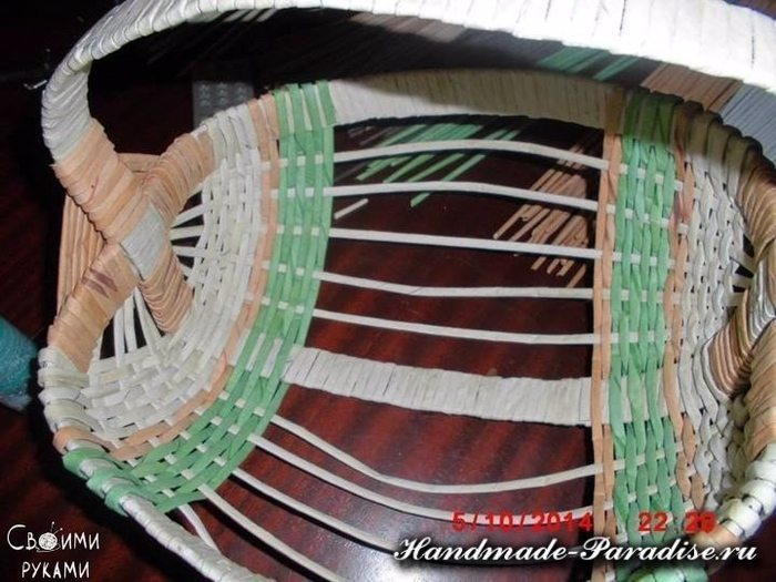 how-to-make-weave-basket-from-newspaper-9