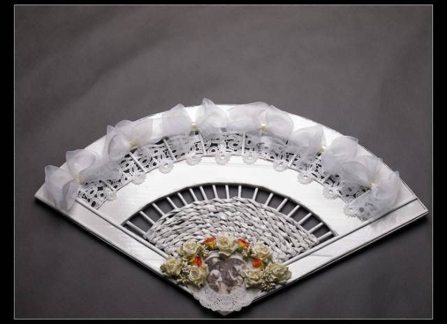 wonderful-decorative-fan-from-newspaper-tubes-12