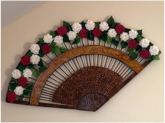 wonderful-decorative-fan-from-newspaper-tubes-9