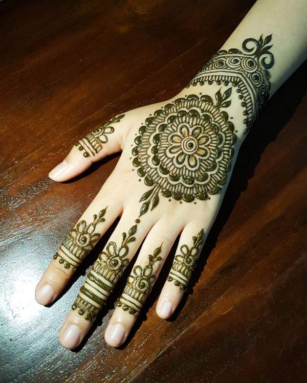 Beautiful Round Mehndi Designs Or Circle Henna Designs - Crazzy Crafts