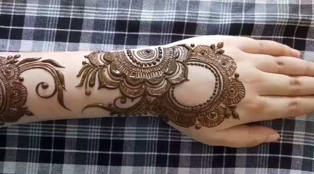 Bangle Stand Designs : Mehndi design for backside of hand step by